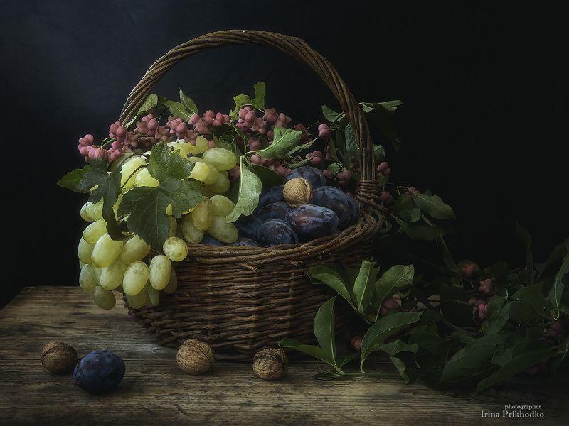натюрморт, фрукты, осень,  бересклет, винтажный Фруктовая корзинаphoto preview