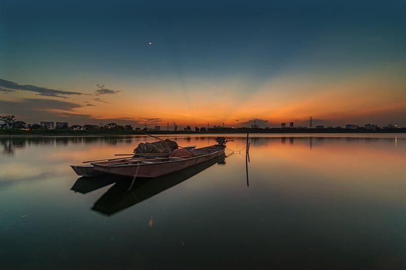 sunset, lake, reflection, Hanoi, Vietnam, Nikon, Laowa The sad sunset photo preview