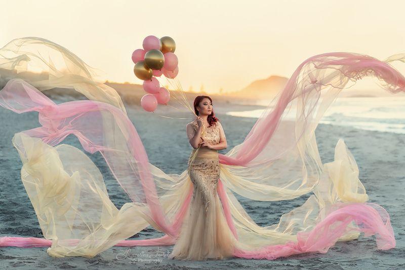 balloons, шарики, пляж, девушка, розовый, желтый, закат, богиня, goddess, sunset, pink, yellow Dreamyphoto preview