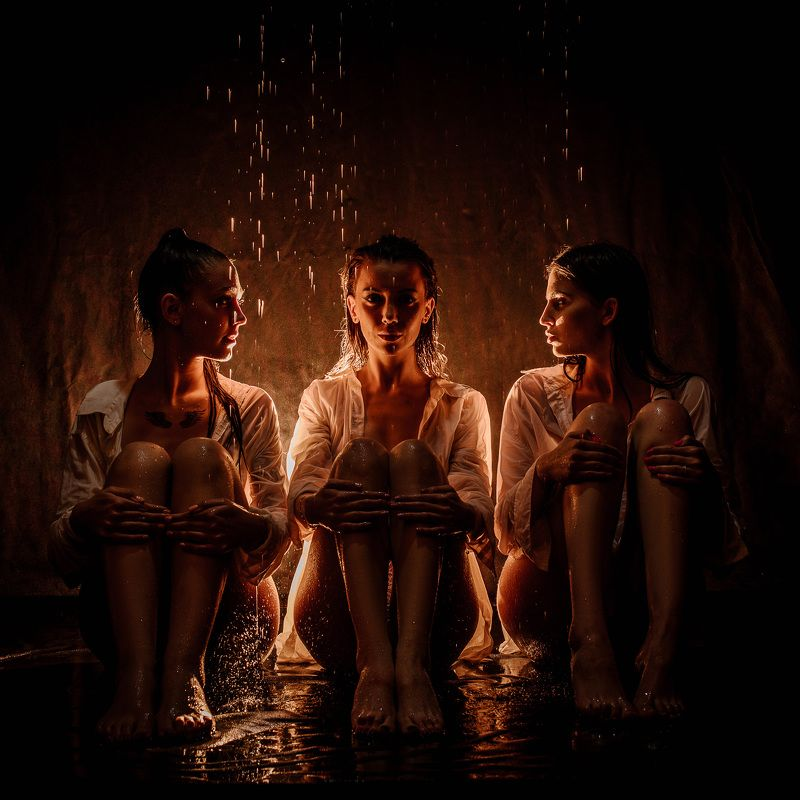 три девицы под дождемphoto preview