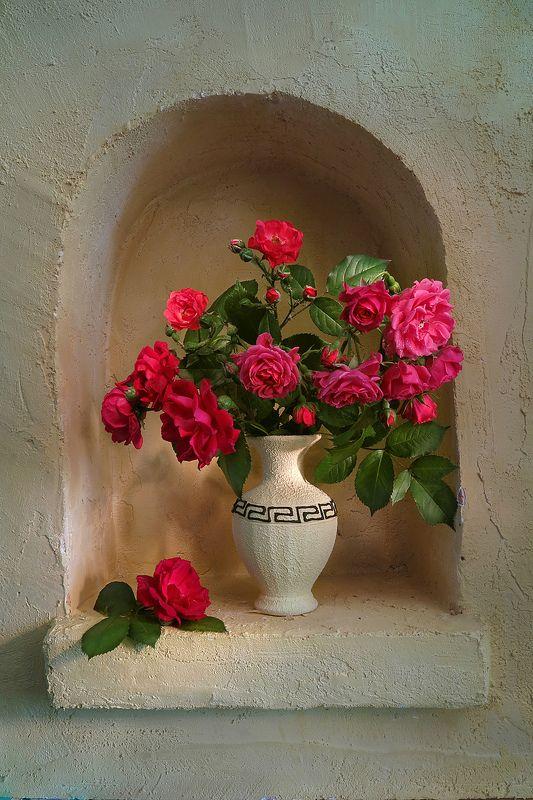ниша,розы,ваза Красные розы в нишеphoto preview