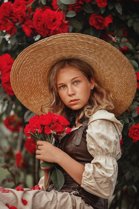 девушка, лето, поле, девушка в шляпе, юность, портрет, розы В розахphoto preview