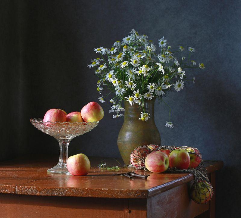 натюрморт, фотонатюрморт, лето, осень, яблоки, ромашки, наталья казанцева А что нам для счастья нужно?...photo preview