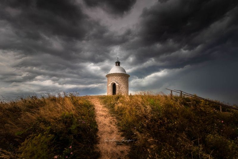 #landscape #moravia #beforethestorm #chapel #haida #canon #czechrepublic Moraviaphoto preview