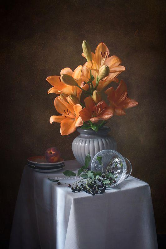 натюрморт, цветы, букет, лилии, июль, черемуха, персик Июльский натюрморт с лилией, персиком и черемухойphoto preview