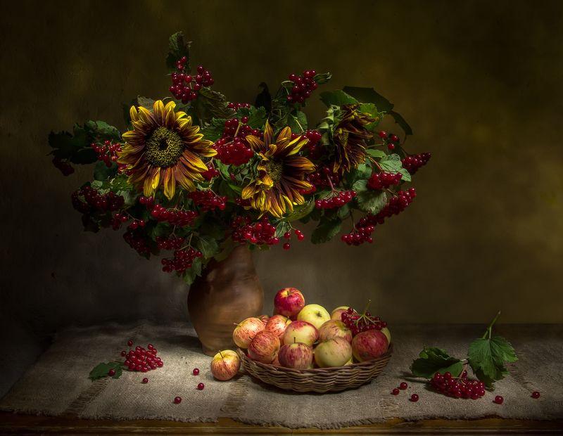 натюрморт, калина, яблоки, подсолнухи Вот и осень... фото превью