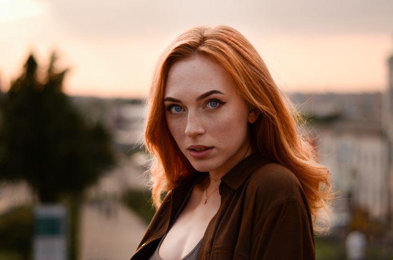 portrait of beautiful ukrainian girl at golden houre / nikon Annaphoto preview