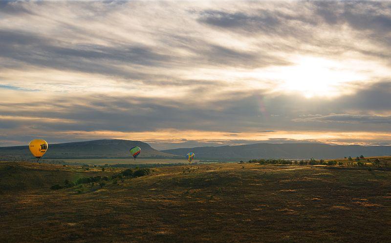 Полёт на рассветеphoto preview