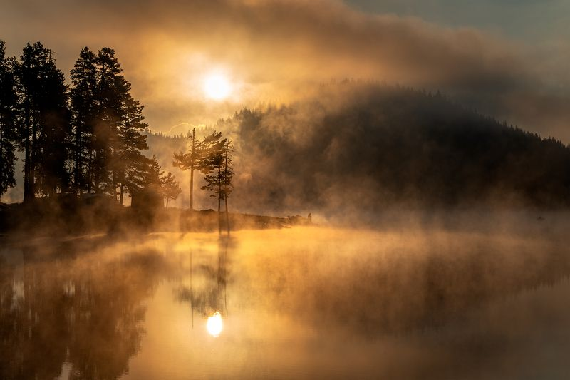 landscape nature scenery summer sunrise morning dawn lake reflection fog foggy mist misty clouds mountain trees пейзаж рассвет горы озеро Promising morningphoto preview