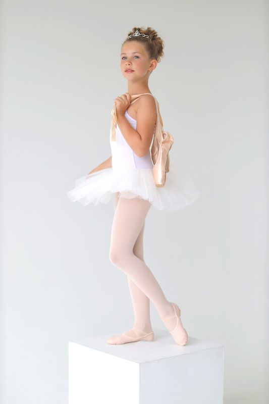 Юная балеринаphoto preview