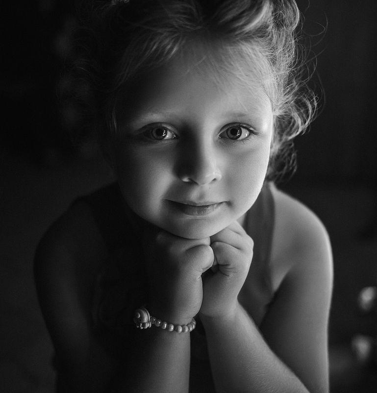 девочка, портрет, фотосессия, girl, young, portrait, творческий портрет, детский портрет, young girl, дети, children, детская фотография, детская фотосессия, постановка, постановочная фотография, чб, чёрно-белое фото, bw, black and white ...Не хочу быть одинокой...photo preview