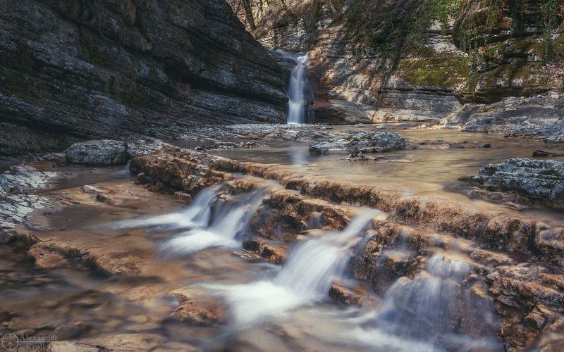 По водопадам  речки Каменистойphoto preview