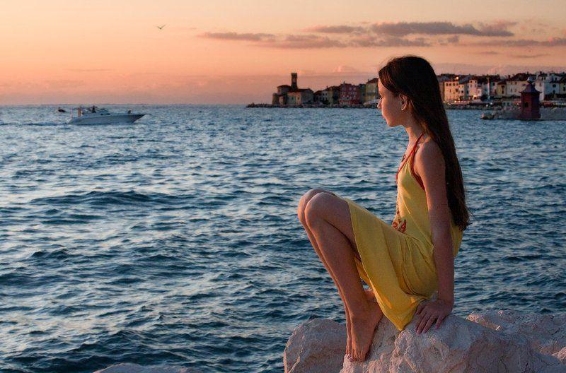 Девочка и мореphoto preview