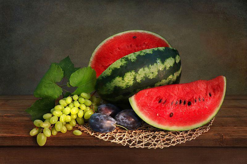 натюрморт,арбуз,виноград,сливы Про арбузphoto preview