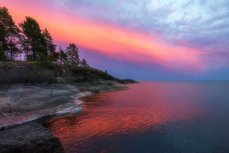 Вечер, отходя ко сну, красной по небу мазнул пастоюphoto preview