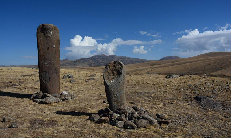 армения, armenia, гегамские горы, вишапы Вишапы. Драконовы камниphoto preview