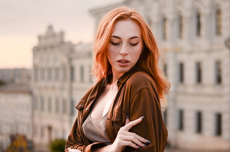 portrait of beautiful ukrainian girl at golden houre / nikon Ginger sunsetphoto preview