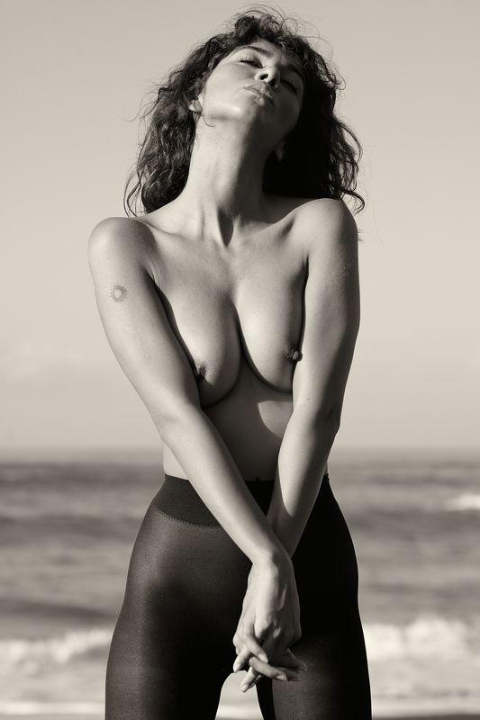 голая, грудь, ноги, обнаженная, океан. пляж, девушка, море, остров, женщина, модель photo preview