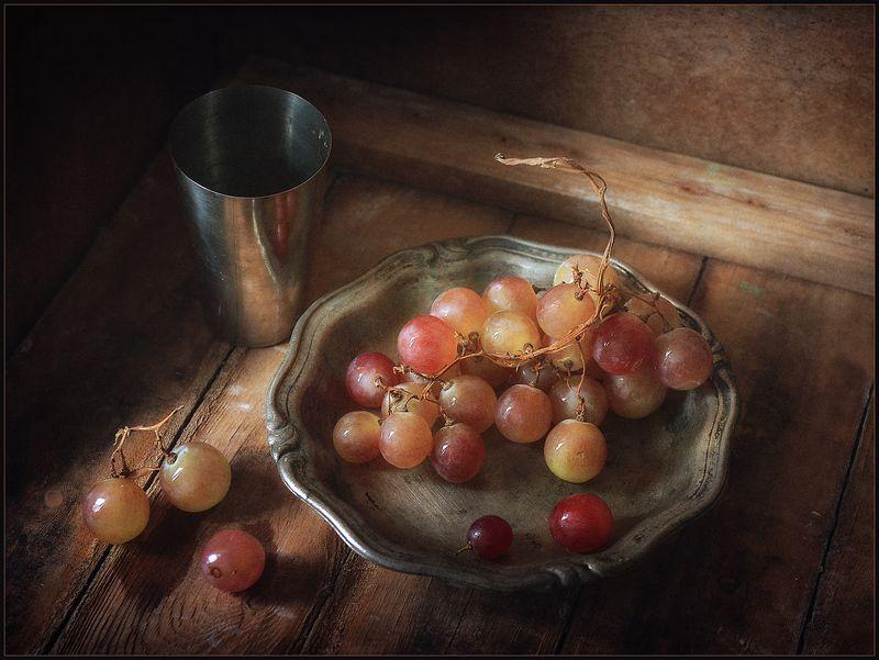 Натюрморт с виноградом..photo preview