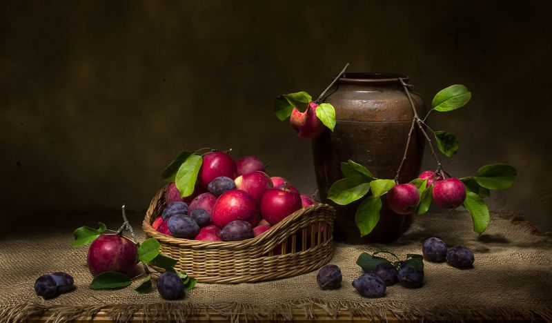 натюрморт, яблоки, сливы Яблочки... фото превью