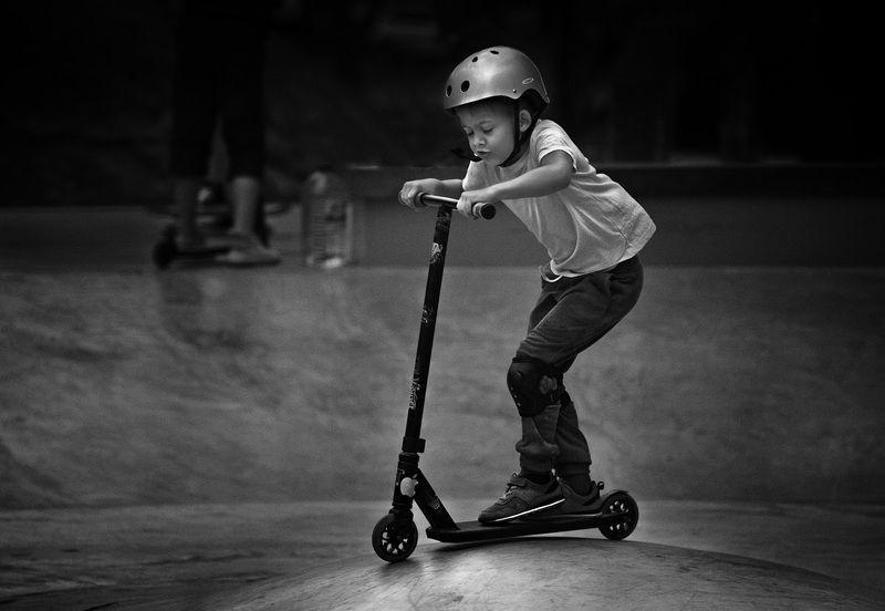 чб фото. лето, спорт. дети, жанровое фото. стрит фото Летние картинки. Скейт паркphoto preview