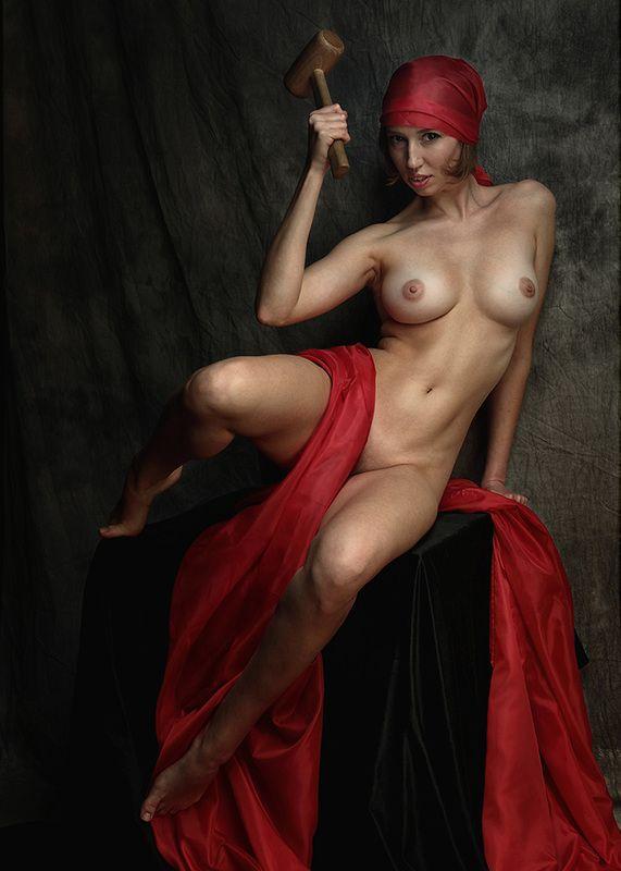 Девушка в красном платкеphoto preview