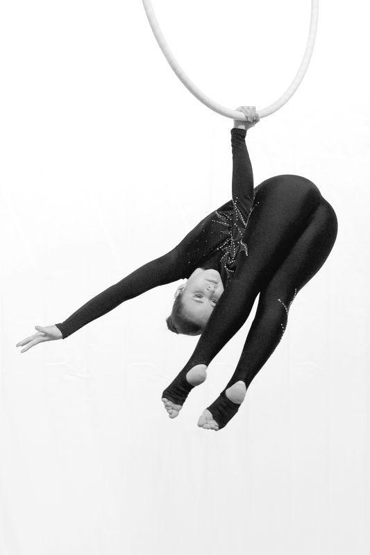 спорт, воздушная гимнастика, гимнастика, кольцо, девушка, чб, апатиты Геометрия воздушной гимнастики 007photo preview