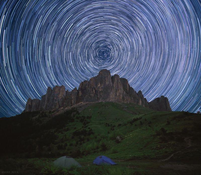 ночь большой тхач ночной пейзаж астрофотография звезды созвездия треки Звездная круговертьphoto preview