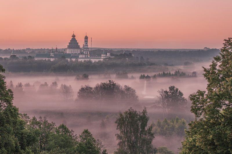 Новоиерусалимский монастырь на рассветеphoto preview