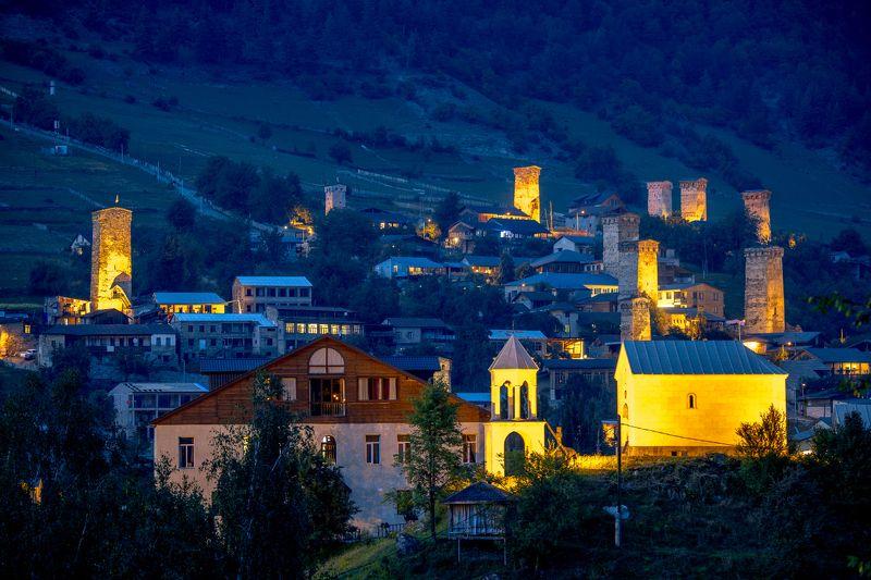 грузия, кавказ, большой кавказский хребет, сванетия, верхняя сванетия, местия, местийский муниципалитет, башня, сванская башня, григорий беденко, Местиа в сумеркахphoto preview