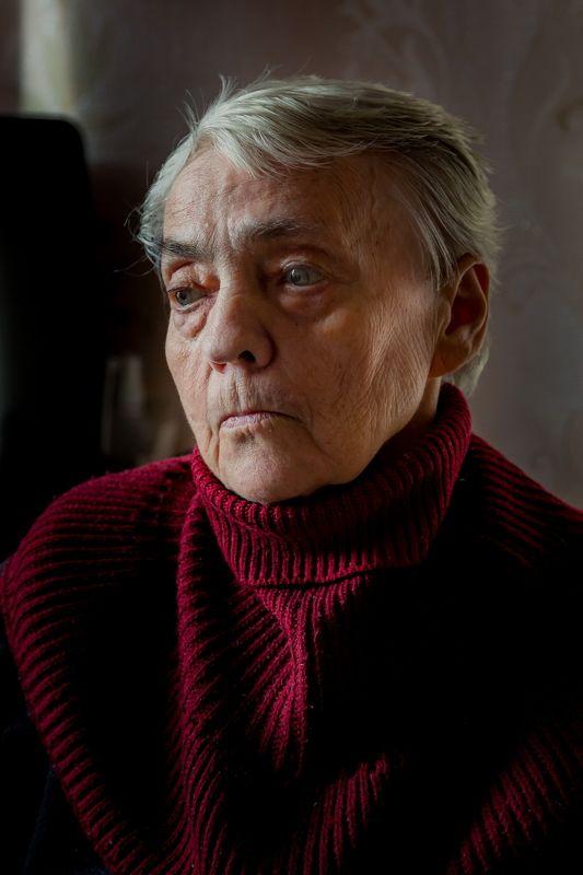 портрет, женщина. старость Портрет пожилой женщиныphoto preview