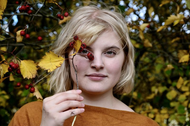 Portrait, young woman, girl, Autumn, Fall, colors, colorful, berries, nature, trees,  Тихая осеньphoto preview