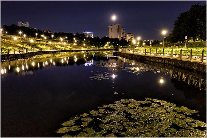 москва, олимпийские пруды, ночь, луна, отражение Ночной городphoto preview