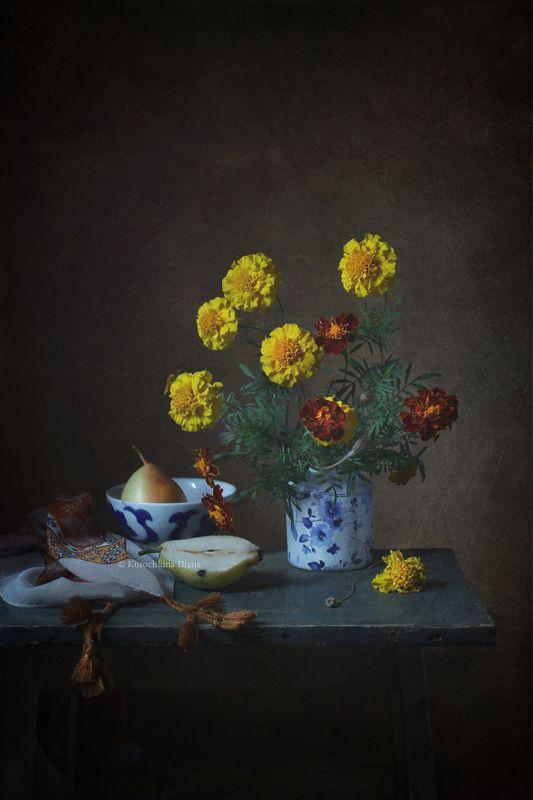 натюрморт, осень, бархатцы, груша *photo preview