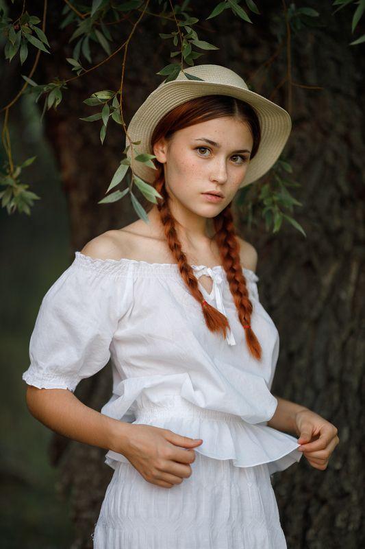 портрет, девушка Надеждаphoto preview