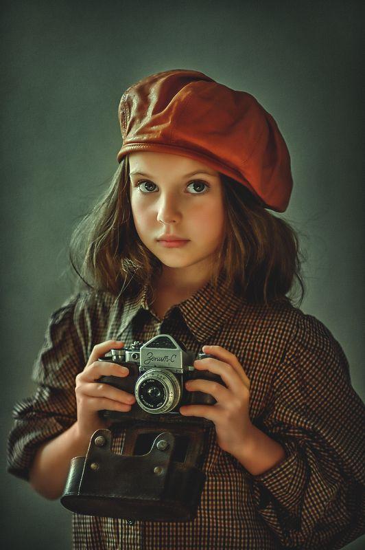 портрет, девочка, волосы, взгляд, ребенок, цвет, ретро,  техника, кепка, головной убор photo preview