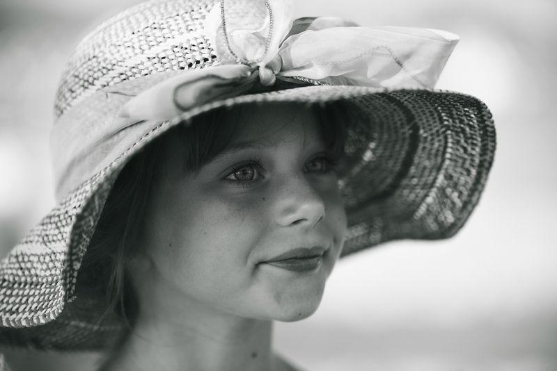 Una bimba con cappellophoto preview