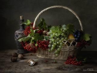 Натюрморт с калиной и фруктами