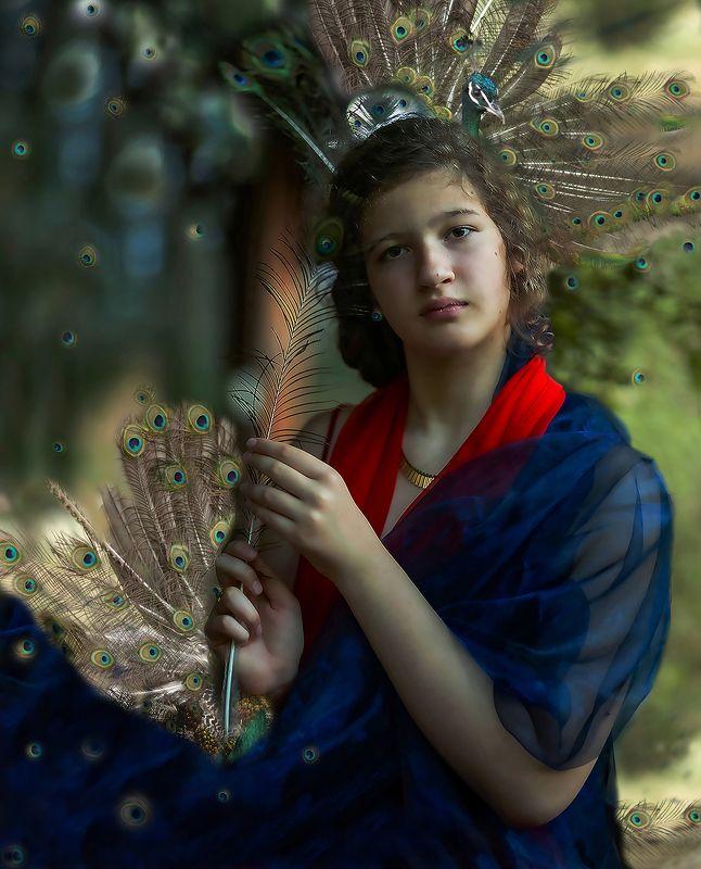 девушка,павлин, царица,фотоарт,постановка,образ, girl, beautiful, peacock, artphotography,staged, image Царица павлиновphoto preview