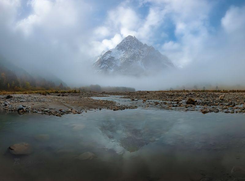 северный кавказ, горы, гора, вершина, путешествие, туризм, хребет, тихтенген, гара-аузусу, река, кабардино-балкария, туман, туманный, осень, облака, Туманное утро в горахphoto preview