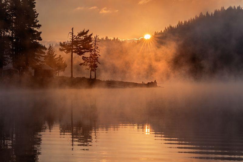 landscape nature scenery summer sunrise morning dawn lake reflection fog foggy mist misty clouds mountain trees пейзаж рассвет горы озеро Awakeningphoto preview