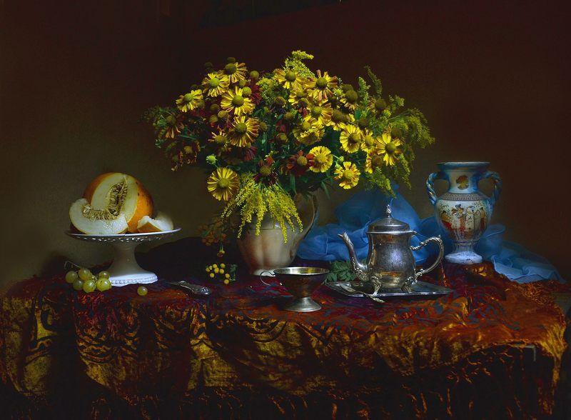 still life, натюрморт, цветы, фото натюрморт,  осень, октябрь, дыня,  фарфор, кофейник, настроение В октябрь вхожу и в позолоте листьев...photo preview