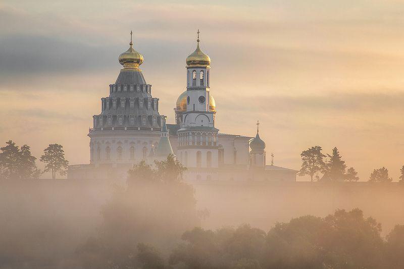 Истра Новоиерусалимский монастырь на рассветеphoto preview