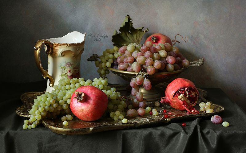 фрукты Гранаты и виноградphoto preview