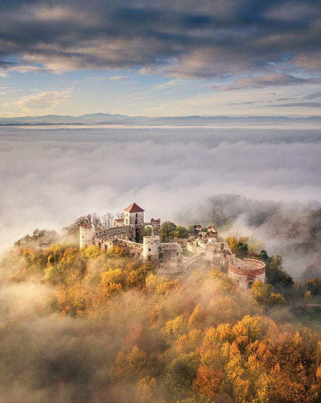 Poland, Polska, Jura, zamek, castle, Tenczyn, Rudno, jesień, autum, colors, drone, morning, light, cloudy, sky, fog, mist, dji, mavic Polish Juraphoto preview