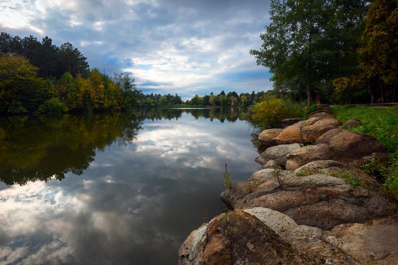 У озера камнейphoto preview