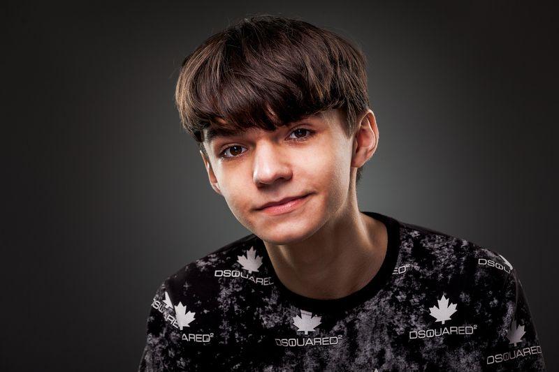 парень, портрет, мтудия Денисphoto preview