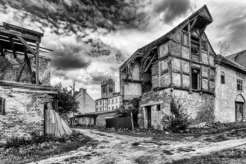 дом, город, руины, черно-белое, photo preview