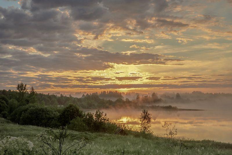 Тверская область Огненный рассвет над озеромphoto preview