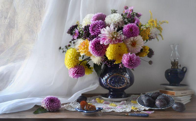still life, натюрморт, цветы, фото натюрморт,  осень, октябрь, керосиновая лампа,георгины, сливы, настроение НОСТАЛЬГИЯ...photo preview